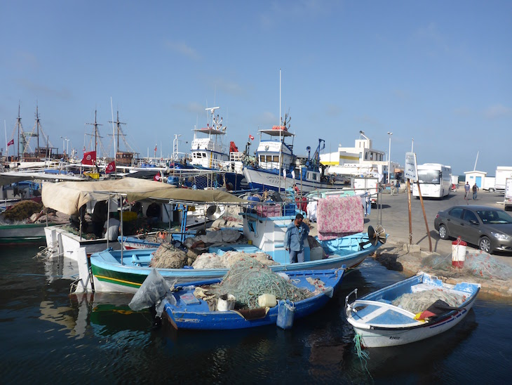Barcos de pesca em Djerba, Tunísia © Viaje Comigo