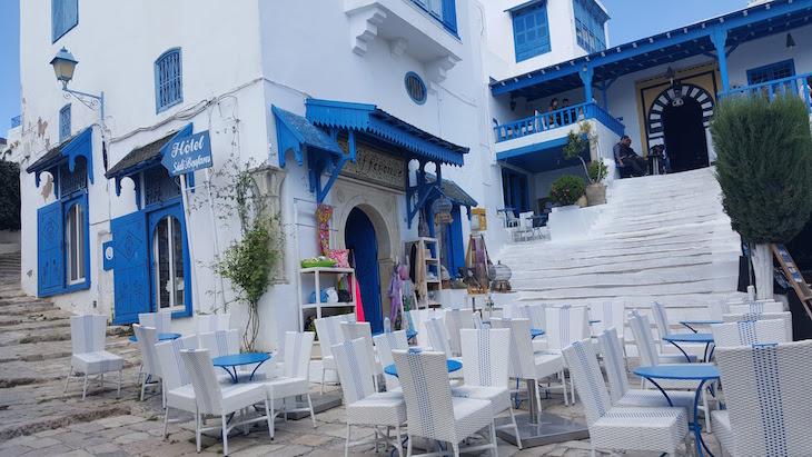 Esplanada em Sidi Bou Said, Tunísia © Viaje Comigo