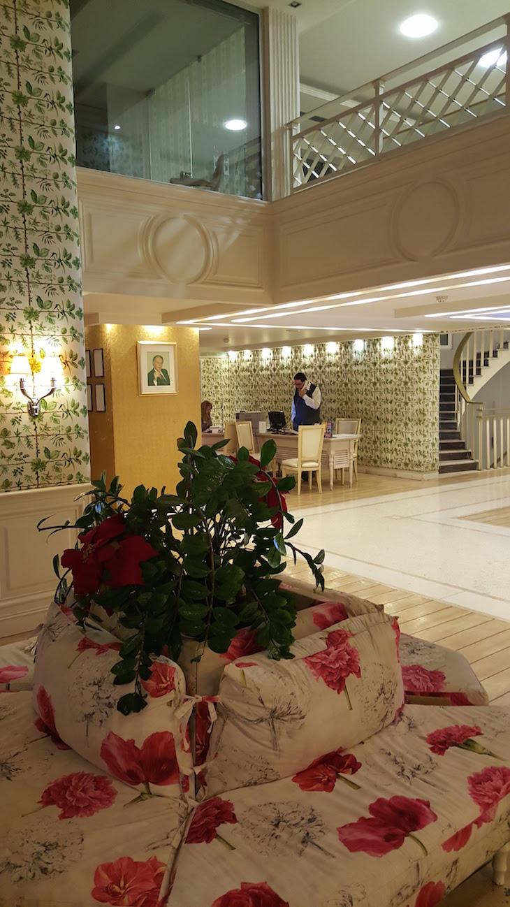 Hall do Airotel Stratos Vassilikos Hotel, Atenas, Grécia © Viaje Comigo