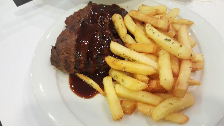 Hambúrgueres Restaurante Don Giovanni do Airotel Alexandros - Atenas - Grécia © Viaje Comigo