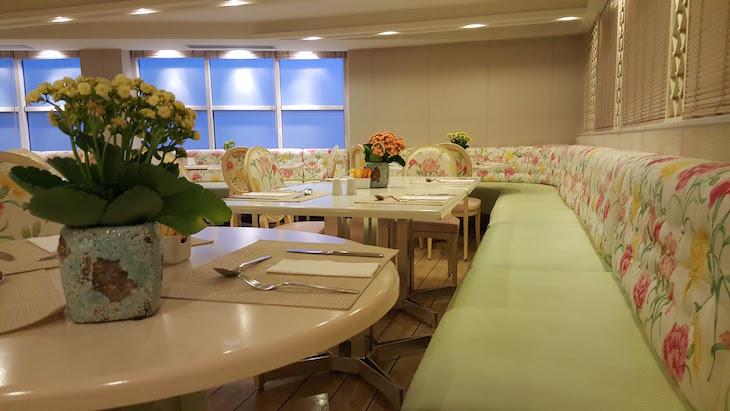 Restaurante Riva - Airotel Stratos Vassilikos Hotel, Atenas, Grécia © Viaje Comigo