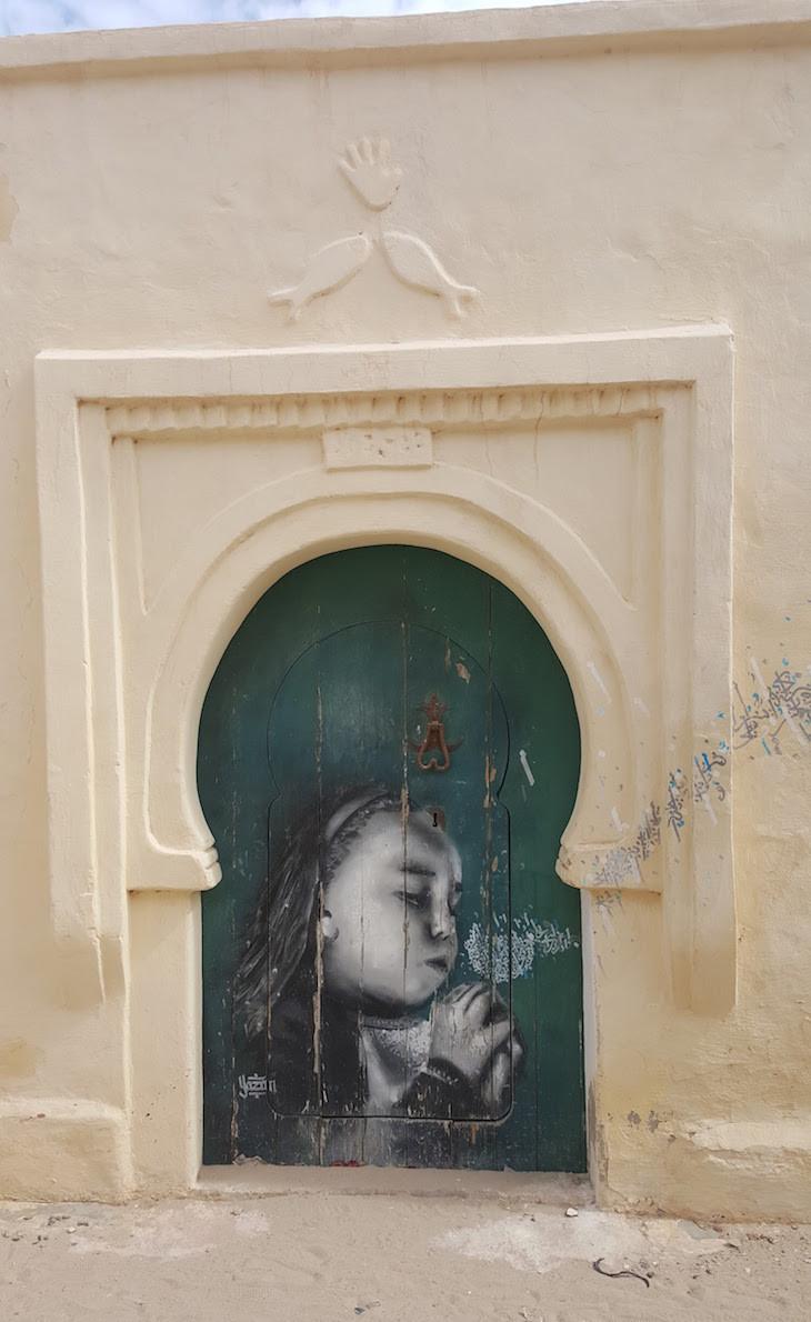 Artista: Yazan Halwani - Libano, Djerbahood, Erriadh, Djerba, Tunisia © Viaje Comigo