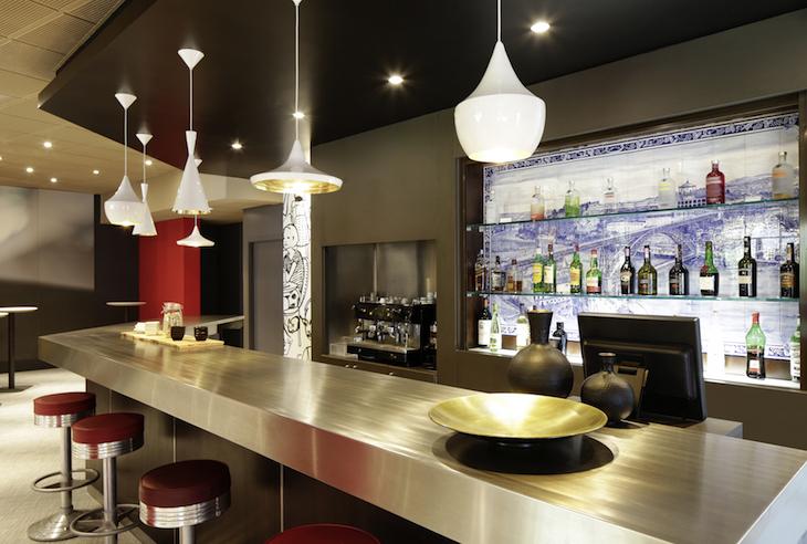 Bar do Ibis Porto Gaia - DR