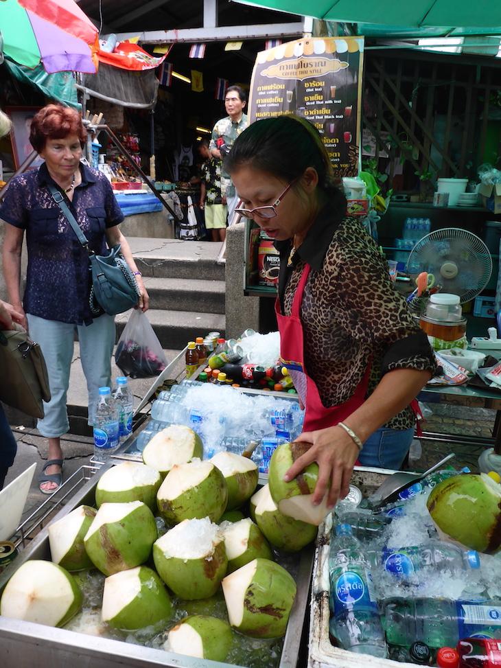 Côco fresco em Banguecoque, Tailândia © Viaje Comigo