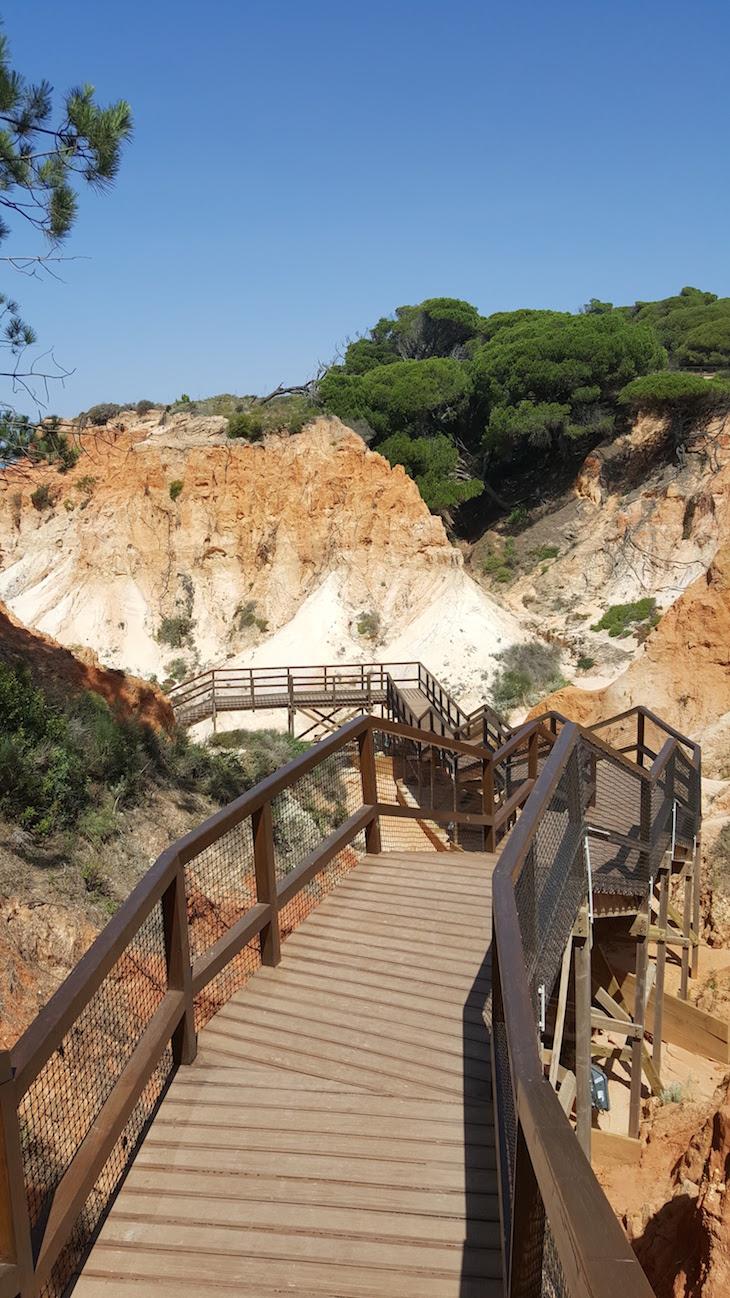 Descida para a praia da Falésia, Algarve © Viaje Comigo