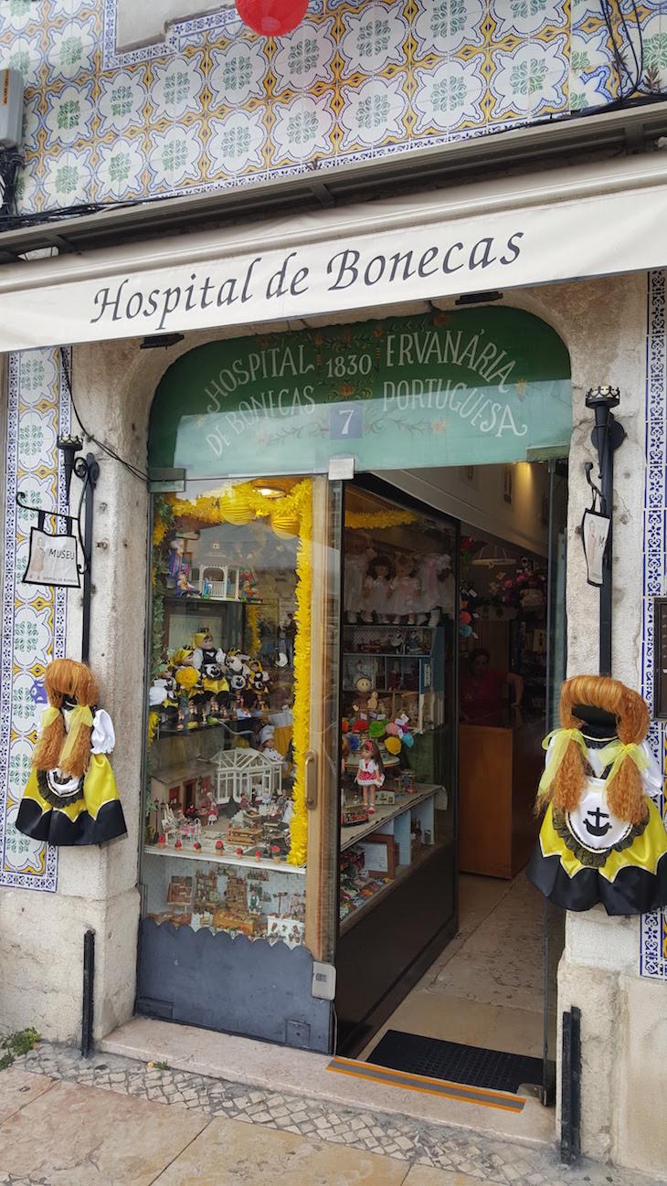 Entrada do Hospital de Bonecas, Lisboa © Viaje Comigo