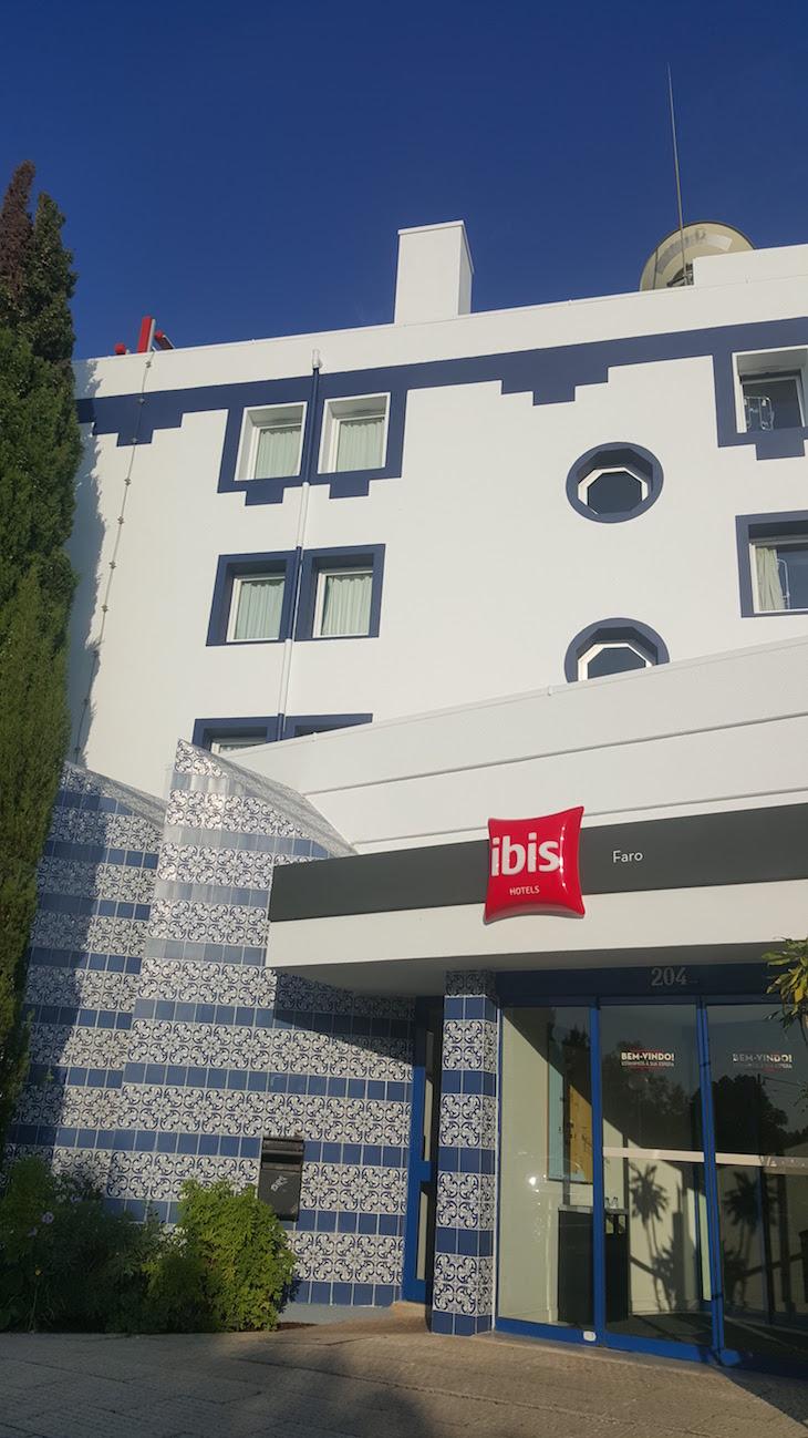 Entrada do hotel ibis Faro, Algarve © Viaje Comigo