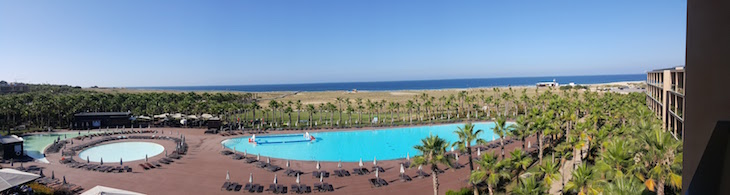 Panorâmica das piscinas no Vidamar Resort Algarve © Viaje Comigo