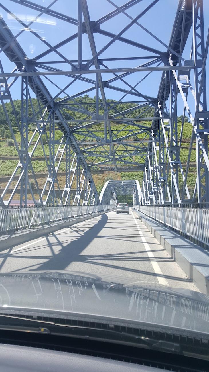 Passar na ponte do Pinhão © Viaje Comigo