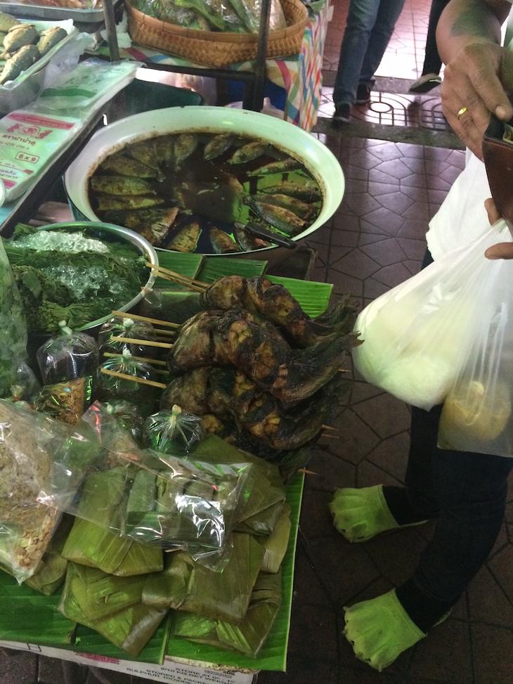 Peixes grelhados em Banguecoque, Tailândia © Viaje Comigo