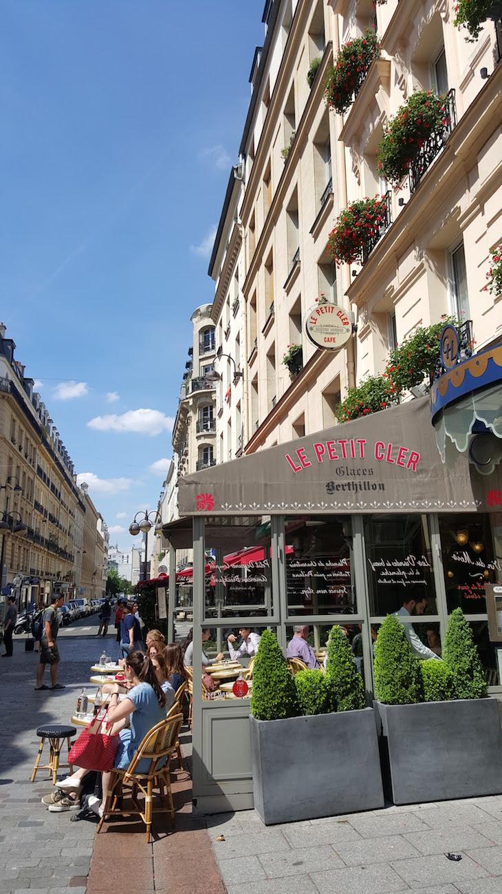 Eslanadas na Rua Cler, Paris © Viaje Comigo