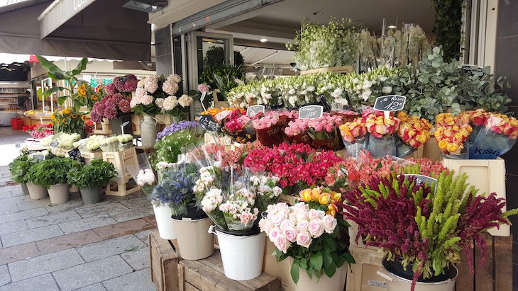Flores na Rua Cler, Paris © Viaje Comigo