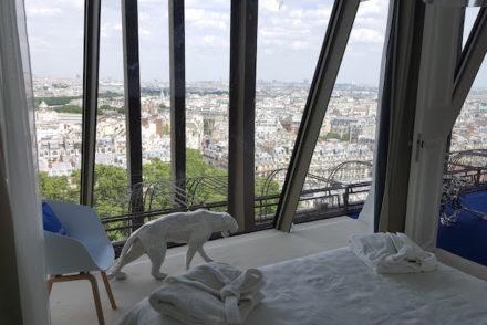 Quarto no Apartamento HomeAway na Torre Eiffel, Paris © Viaje Comigo