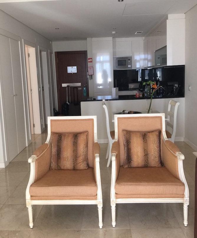 Sala do apartamento no Monte Santo Resort © Viaje Comigo