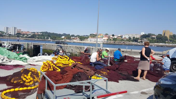 Cozer redes na Afurada, Vila Nova de Gaia © Viaje Comigo