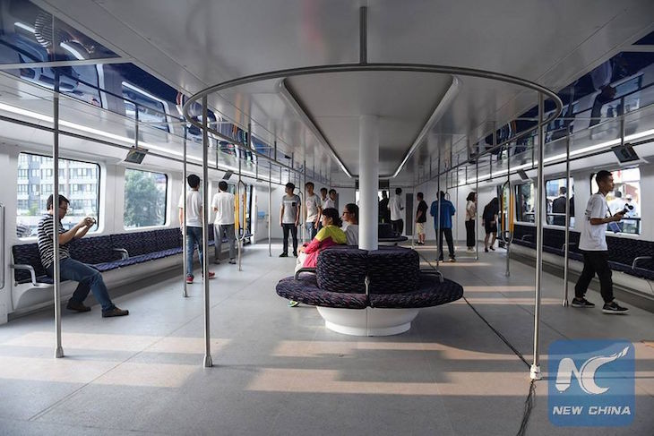 Dentro do TEB - Transit Elevated Bus- New China