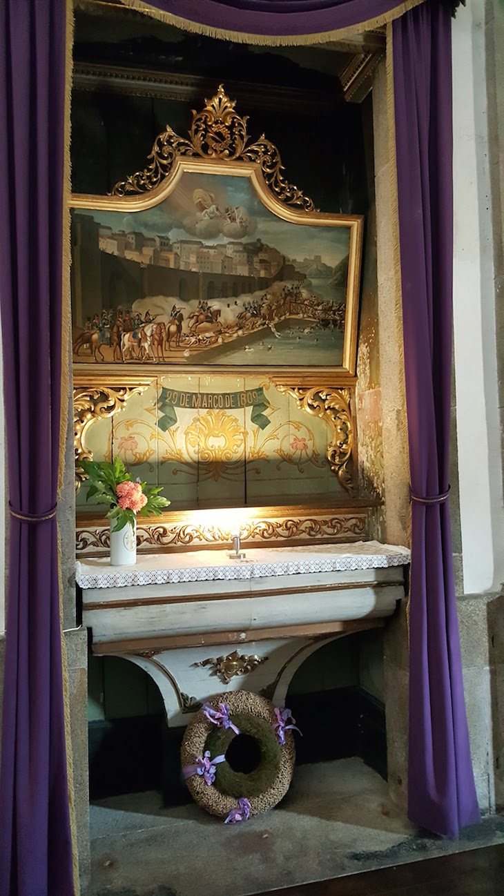 Evocativo da Tragédia da Ponte das Barcas -Igreja das Almas de São José das Taipas © Viaje Comigo