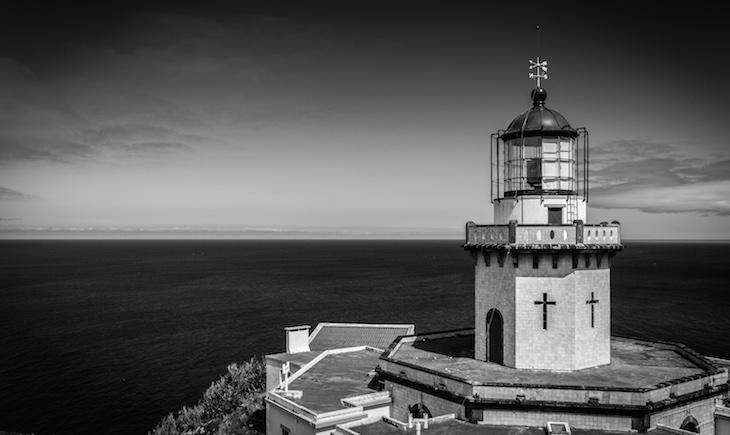 Farol da Ponta do Arnel - Fotografia: © Ines Marques