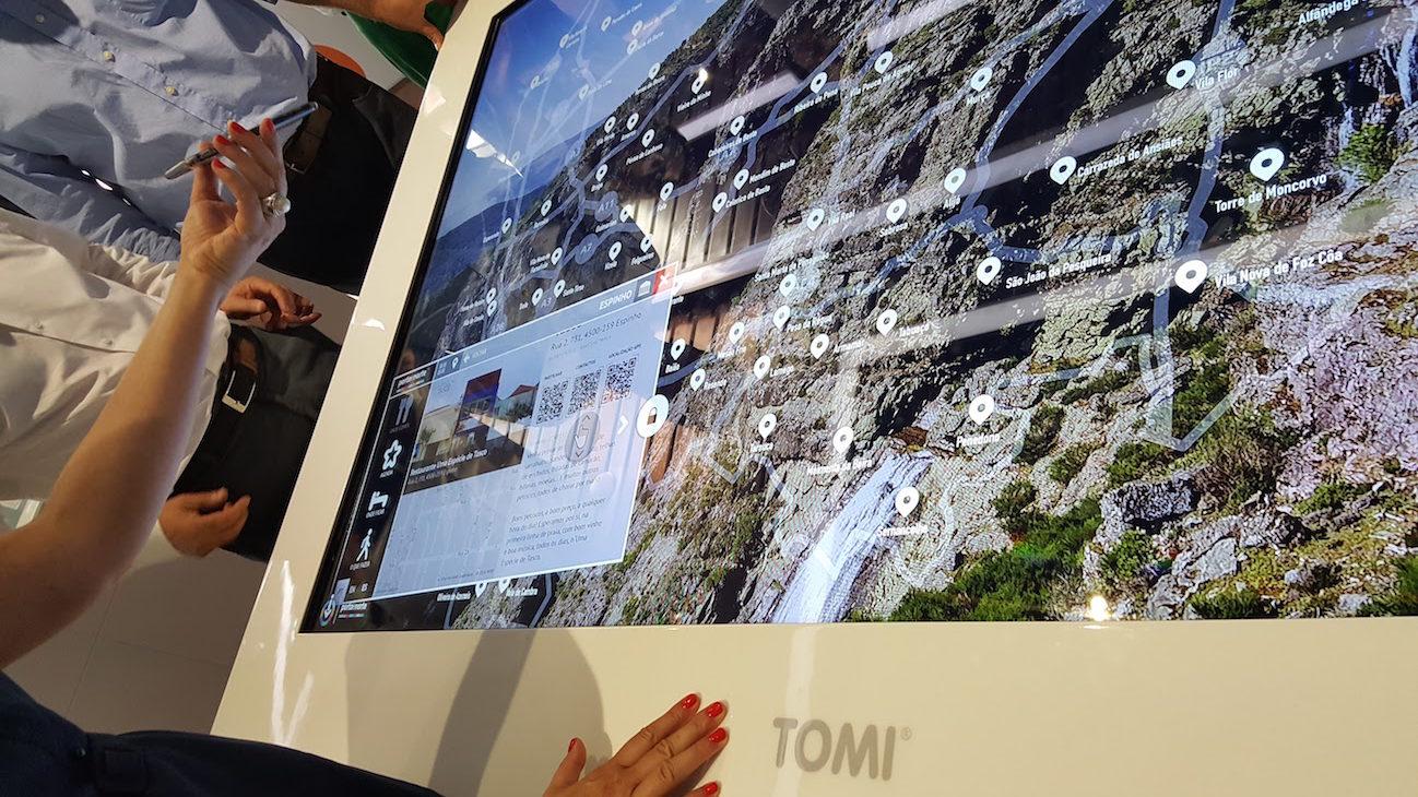 Mesa interativa no Porto Welcome Center © Viaje Comigo