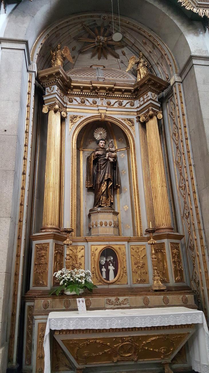 Santo António e imagens dos Papas - Entrada da Igreja das Almas de São José das Taipas © Viaje Comigo