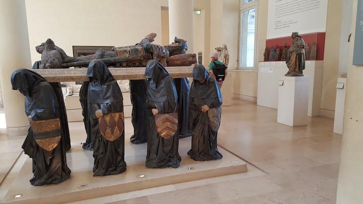 Túmulo de Phillippe Pot -Museu do Louvre, Paris © Viaje Comigo