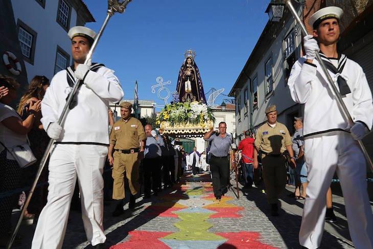 Procissão nos tapetes de sal - Vianafestas - Romaria d'Agonia - Direitos reservados