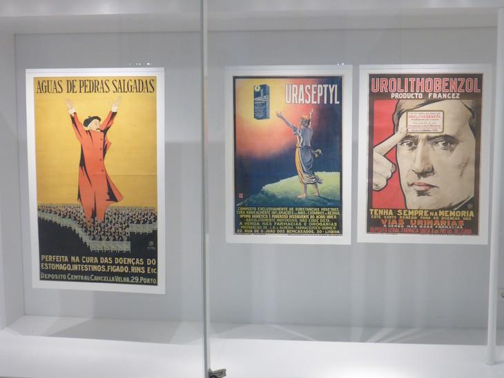 Cartazes no Museu da Farmácia do Porto © Viaje Comigo