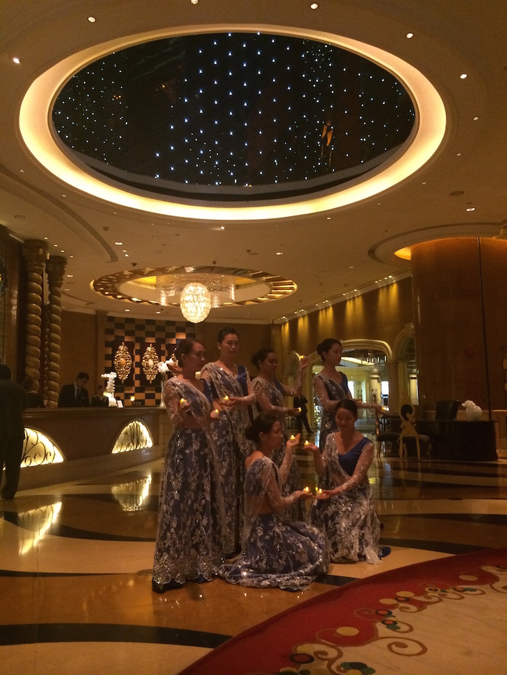 Cerimónia de dança e velas do Sofitel Macau At Ponte 16 © Viaje Comigo