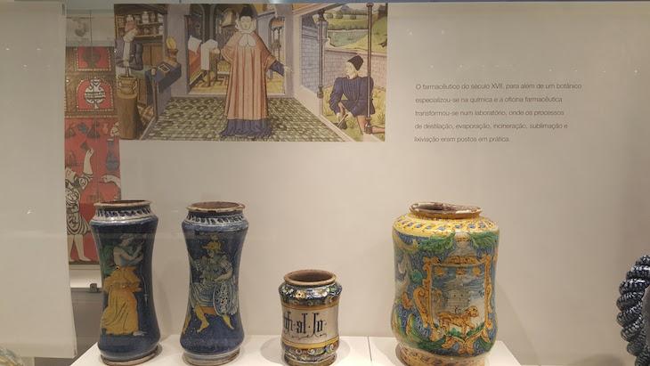 Vasos no Museu da Farmácia do Porto © Viaje Comigo