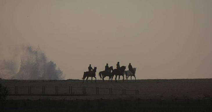 Cavaleiros no Cabedelo © Maria Oswalda Rego
