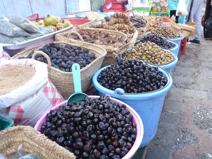 Azeitonas em Chefchaouen, Marrocos © Viaje Comigo