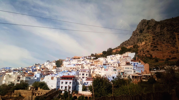 Cascata de casas em Chefchaouen, Marrocos © Viaje Comigo