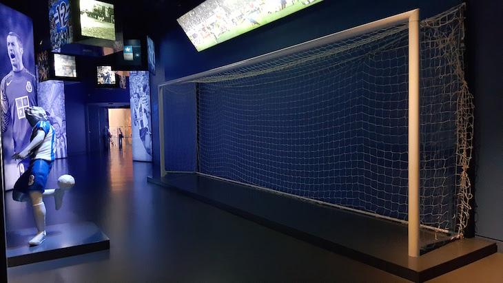 Dois momentos em diferentes tempos: o calcanhar de Madjer e a baliza de Dublin - Museu do Futebol Clube do Porto © Viaje Comigo