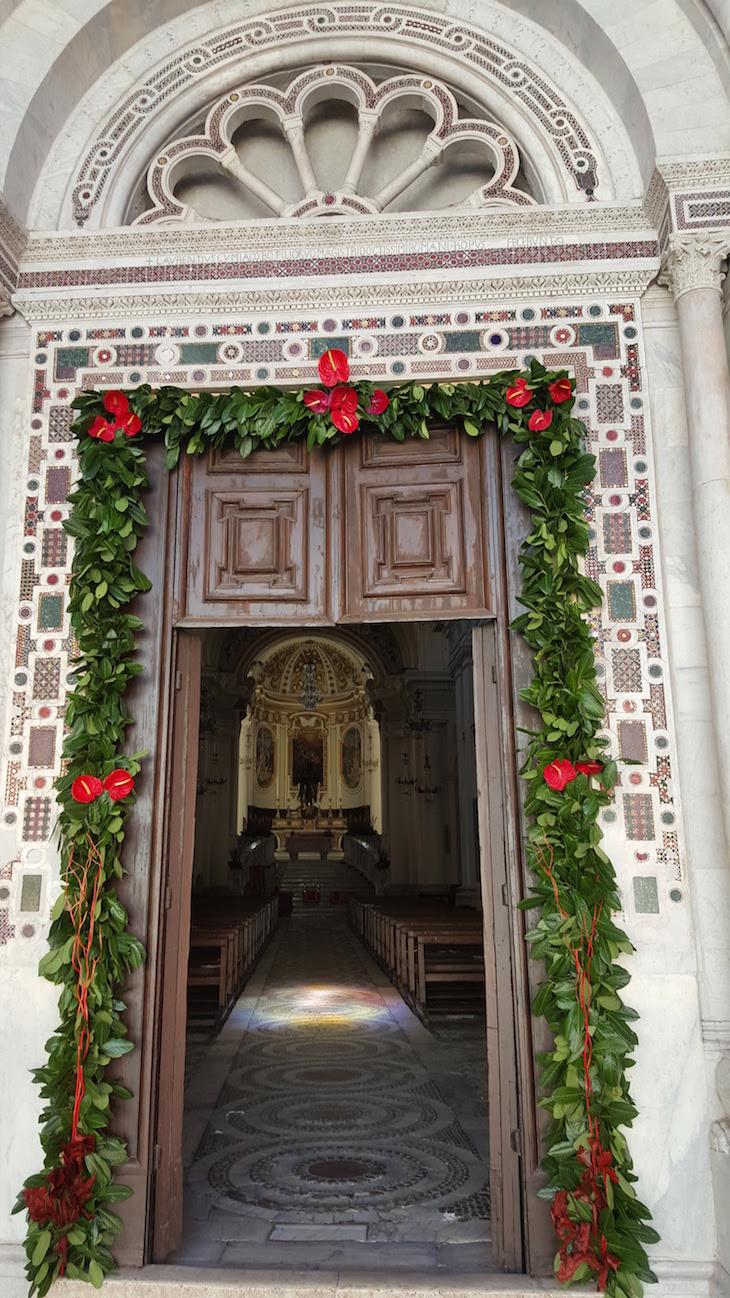 Entrada na Duomo de Civita Castellana - Itália © Viaje Comigo