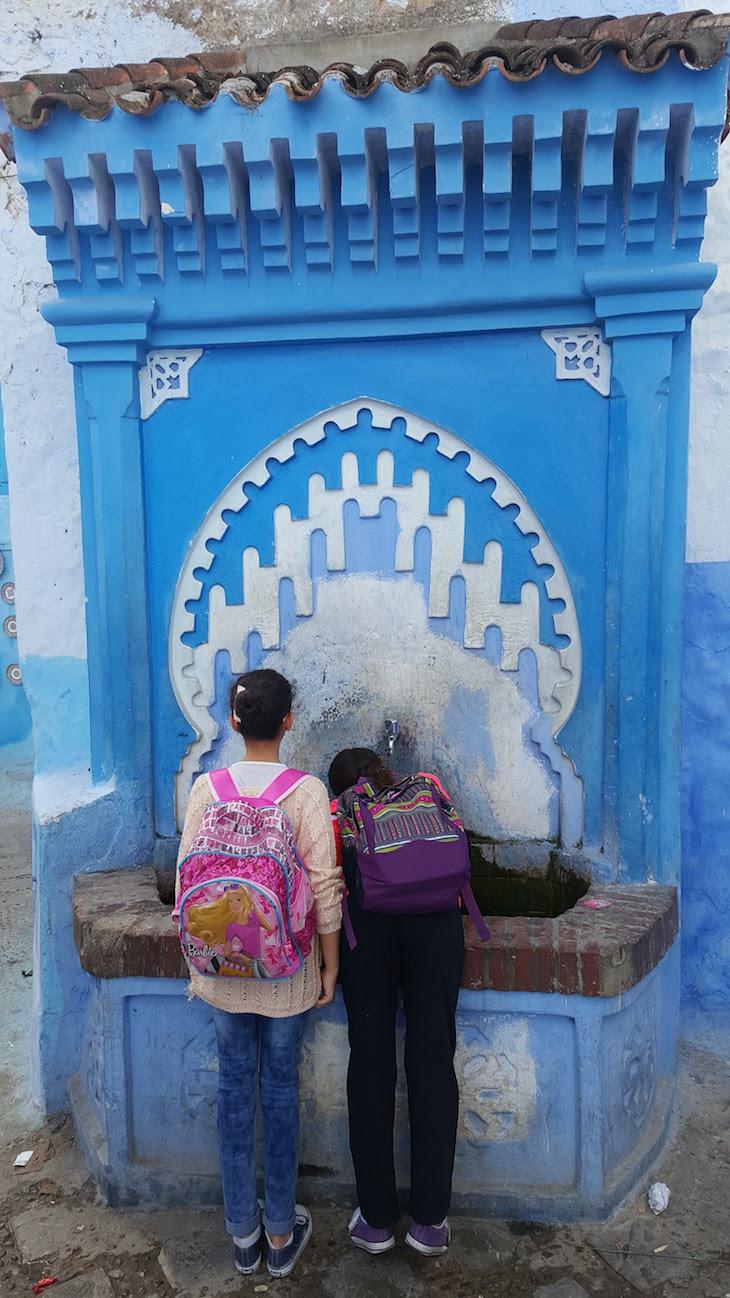 Fonte Bab al Suk em Chefchaouen, Marrocos © Viaje Comigo