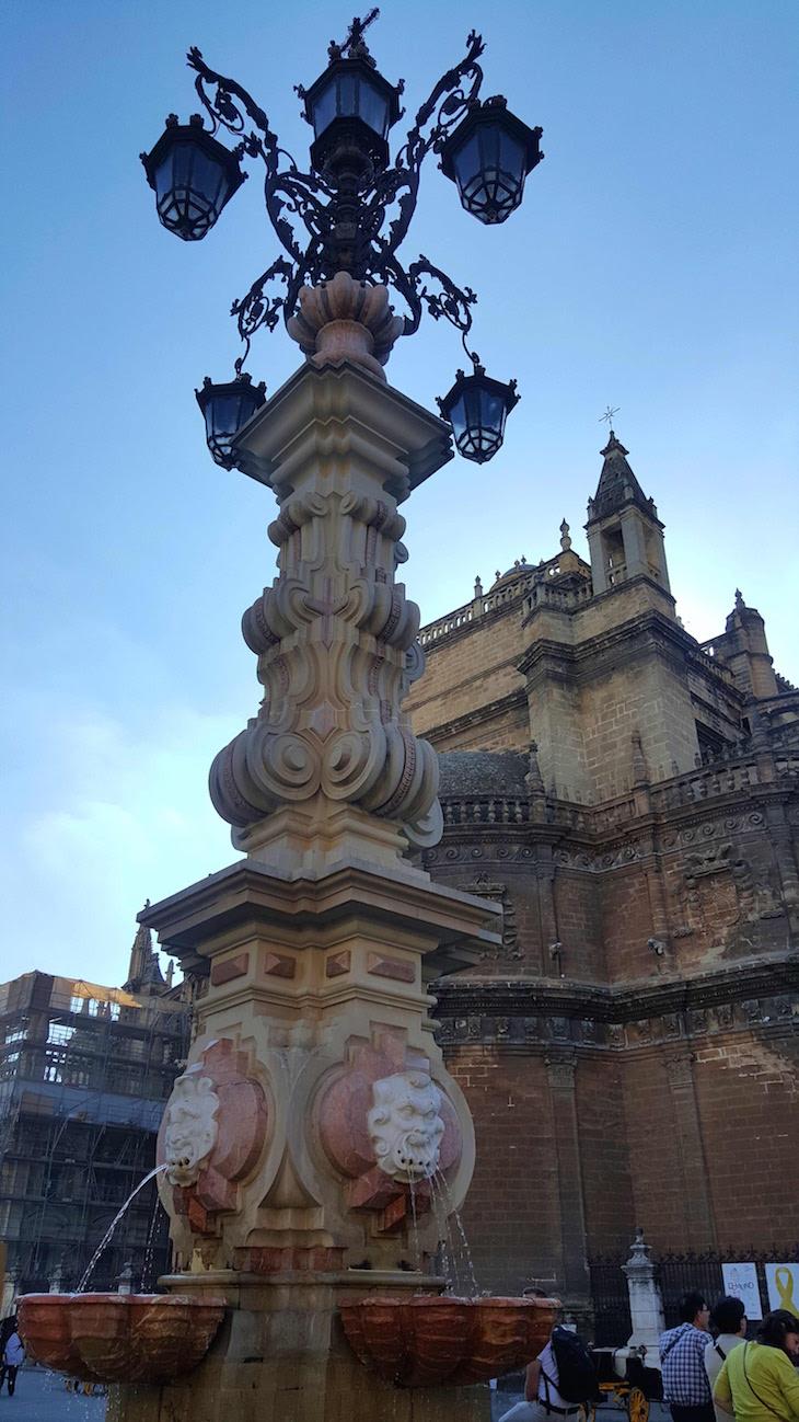 Frente à catedral de Sevilha © Viaje Comigo