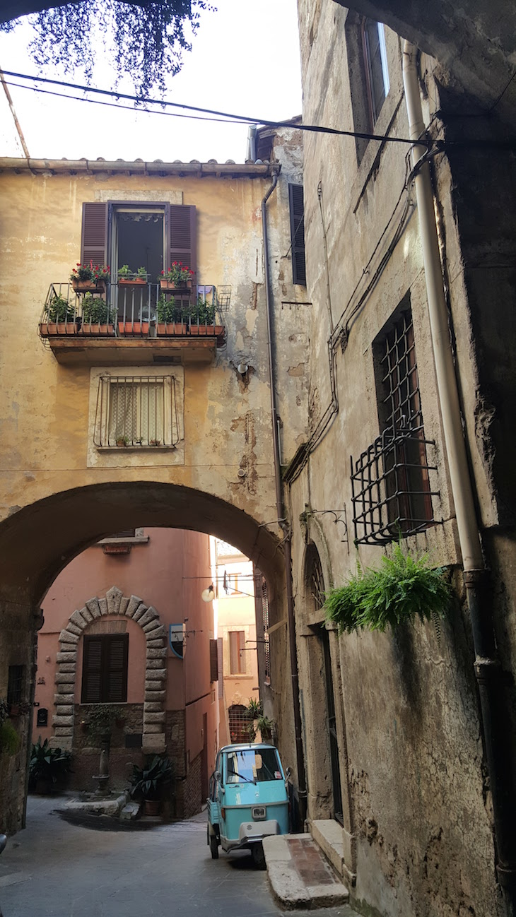 Nas ruas de Orte, Itália © Viaje Comigo