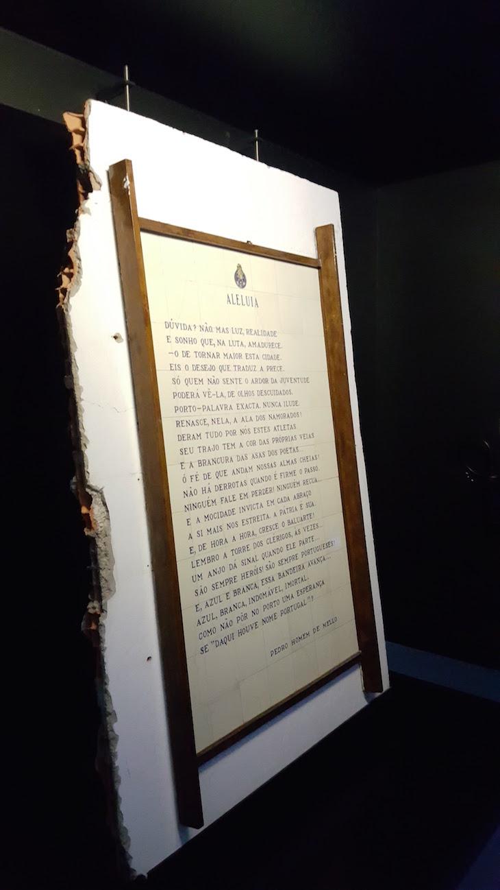 Poema em parede das Antas - Museu do Futebol Clube do Porto © Viaje Comigo