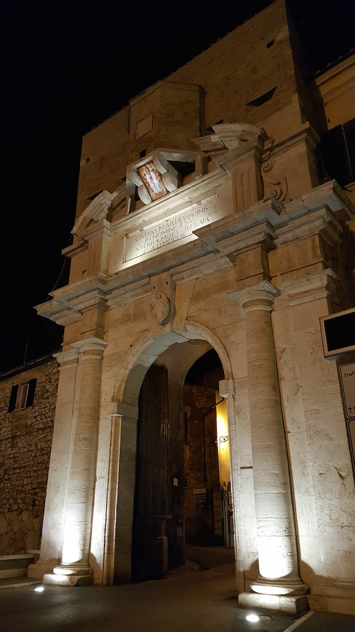 Porta de Amelia - Itália © Viaje Comigo