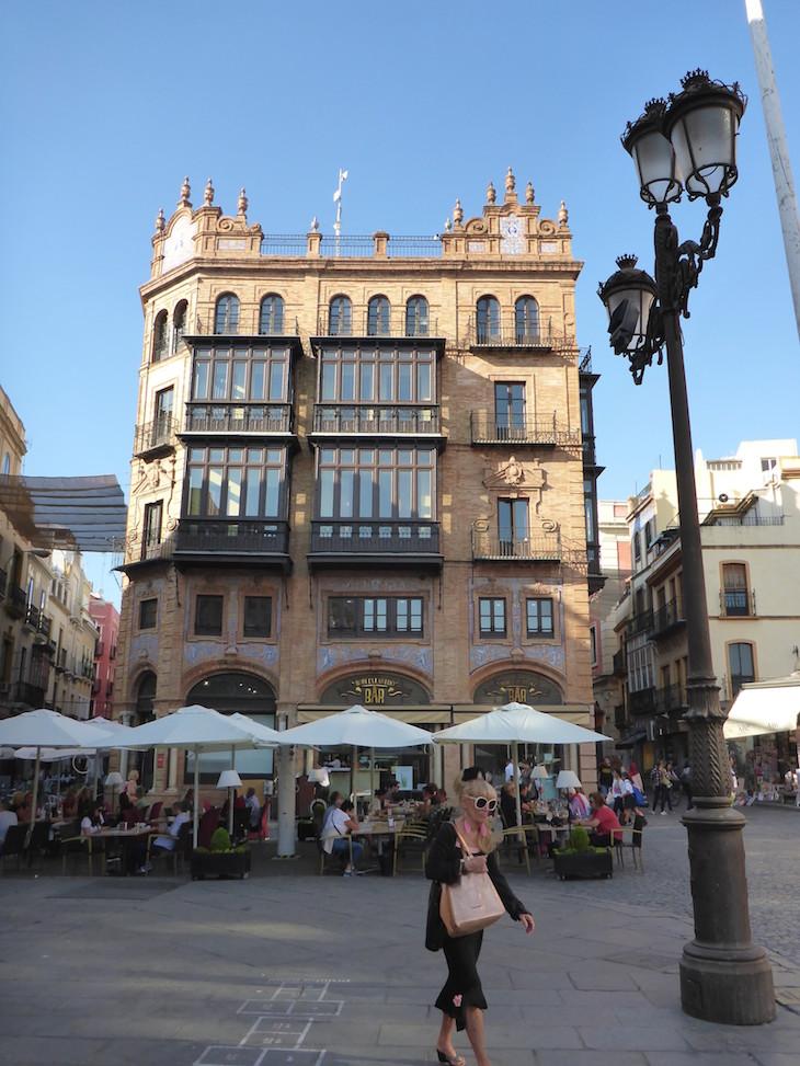 Edifício do Robles Laredo - ao lado do Ayuntamiento - Sevilha © Viaje Comigo