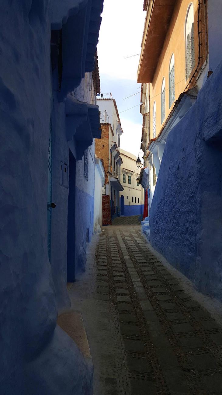 Nas ruas de Chefchaouen, Marrocos © Viaje Comigo