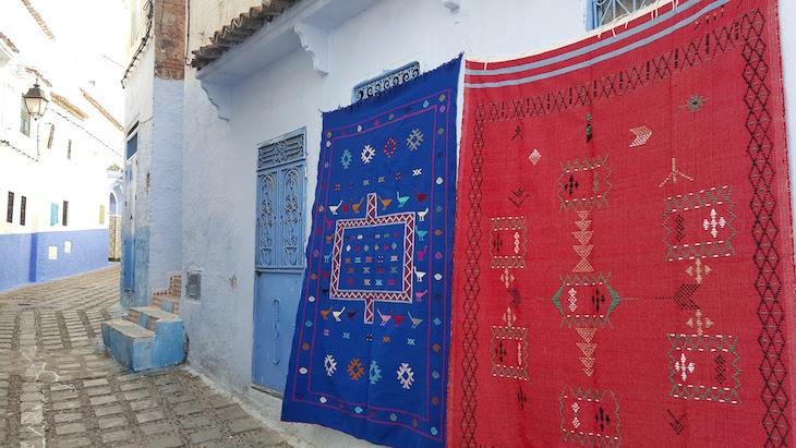 Tapetes em Chefchaouen, Marrocos © Viaje Comigo