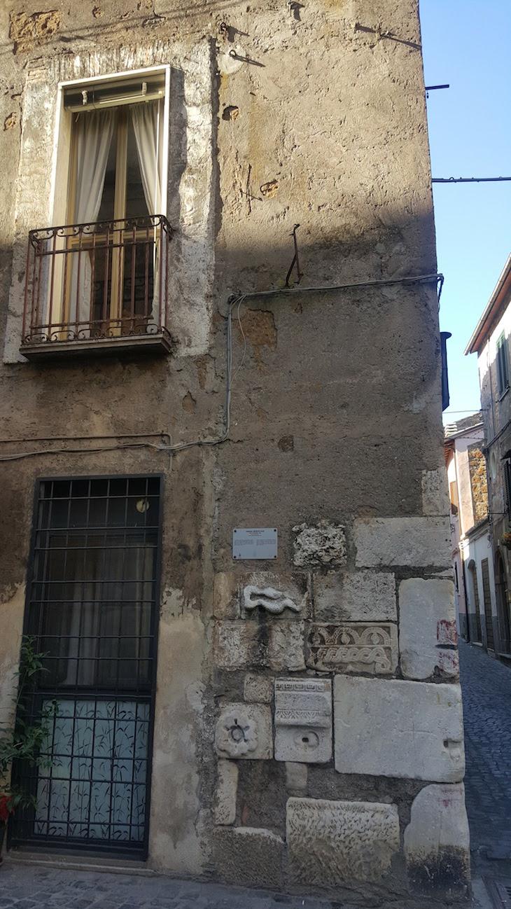 Torre medieval em Civita Castellana - Itália © Viaje Comigo
