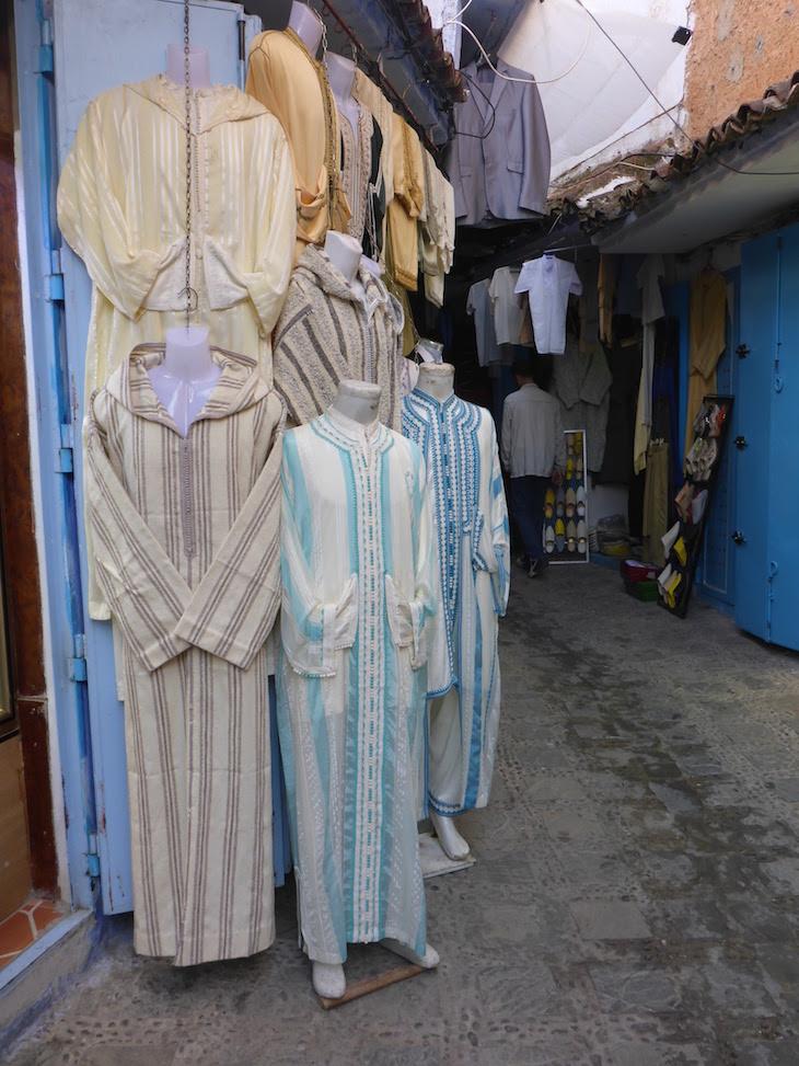 Lojas em Chefchaouen, Marrocos © Viaje Comigo