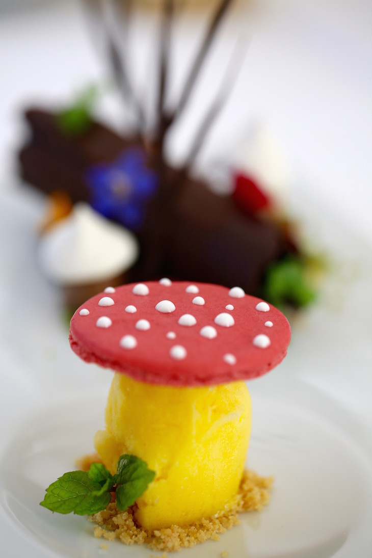 Floresta doce com sorvete de laranja - Restaurante Arcadas DR