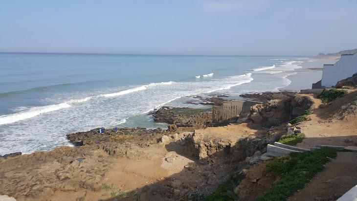 Vista para as praias das Grutas de Hércules, Tânger, Marrocos © Viaje Comigo