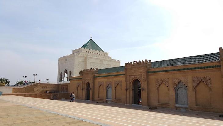 Mesquita ao lado do Mausoléu de Mohamed V - Rabat, Marrocos © Viaje Comigo