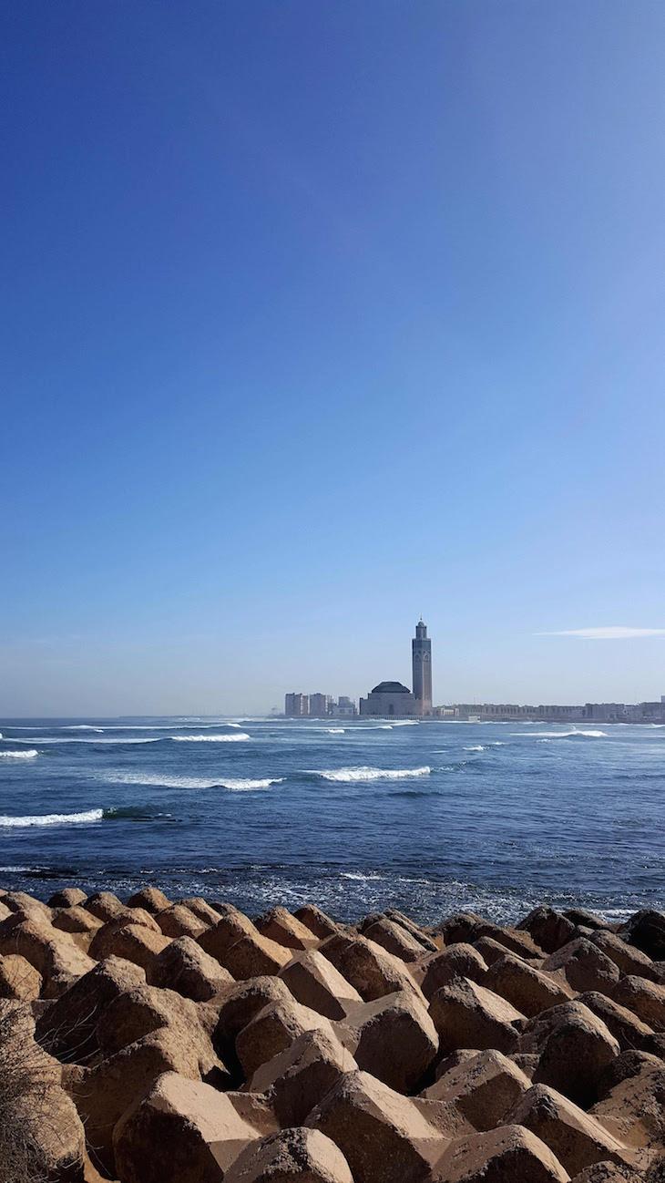 No mar... a Mesquita Hassan II - Casablanca - Marrocos © Viaje Comigo