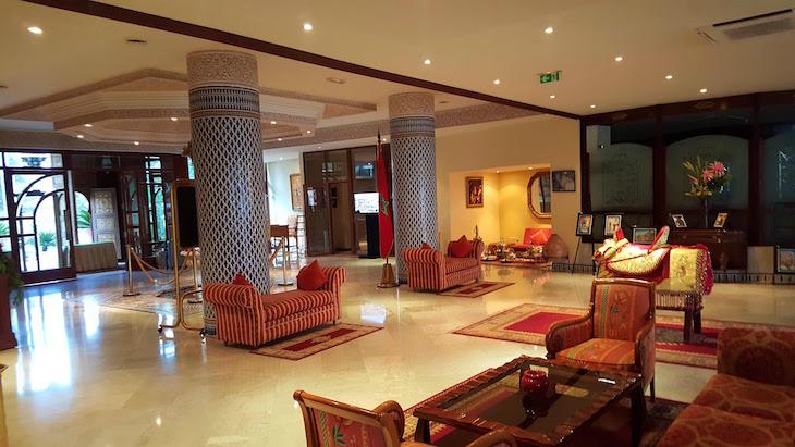 Na receção do Hôtel Les Mérinides - Fez - Marrocos © Viaje Comigo