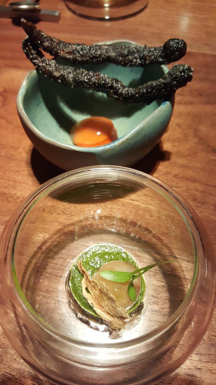 Amêijoa à Bulhão Pato e uma Tempura de Pimento Vermelho - Restaurante Alma © Viaje Comigo